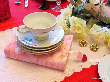valentines table cup on books R