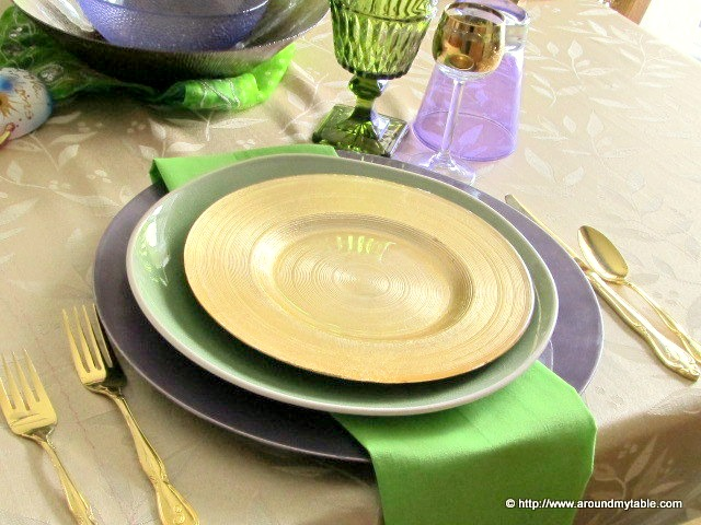 In trying to capture the essence of Mardi Gras I didn't want to go overboard. This Mardi Gras Lite tablescape gives just enough flavor to this celebrations.