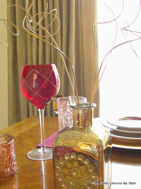 Shades of Red Fall Tablescape