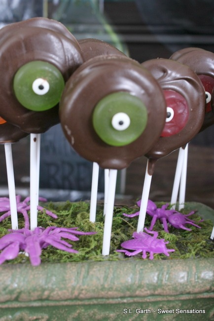 Eyeball treats and crafts are easy to eat make and fun to eat.