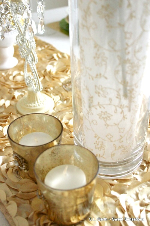 elegant-ivory-and-gold-christmas-tablescape-16