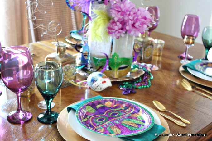 I've shown you Mardi Gras Lite, this Mardi Gras Luxe Tablescape is it's party-loving cousin.