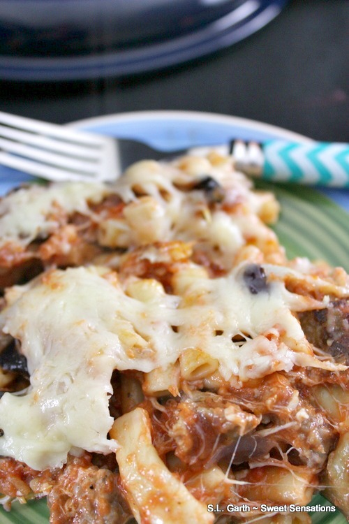 Baked Ziti with Johnsonville Italian Sausage. What words come to mind after reading that? Hearty, stick to your ribs? This dish is all of that and more.