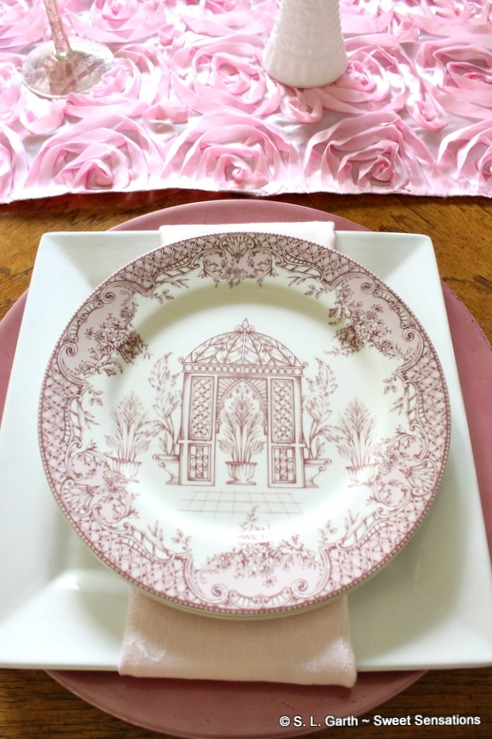 This Pretty in Pink Simple Chic Tablescape is relaxing and perfect for the season.
